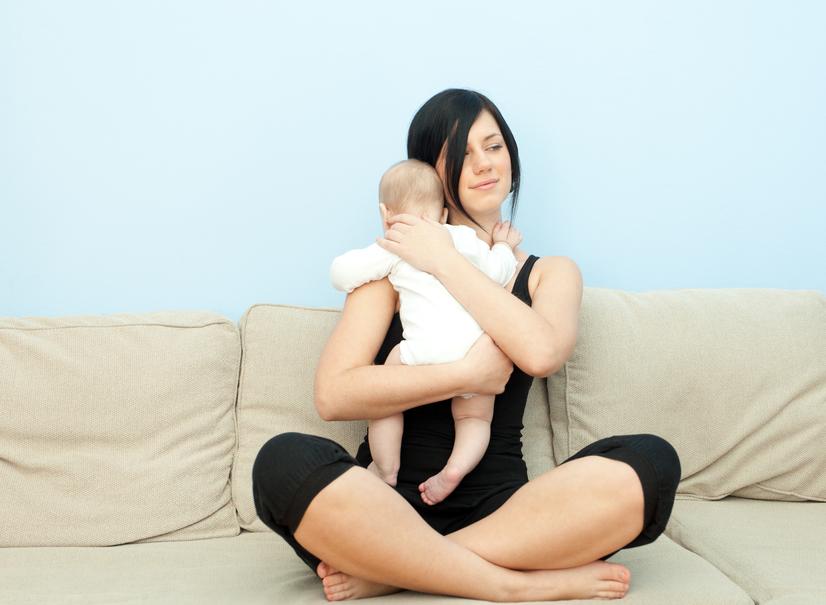 После кормления ребенка нужно подержать вертикально