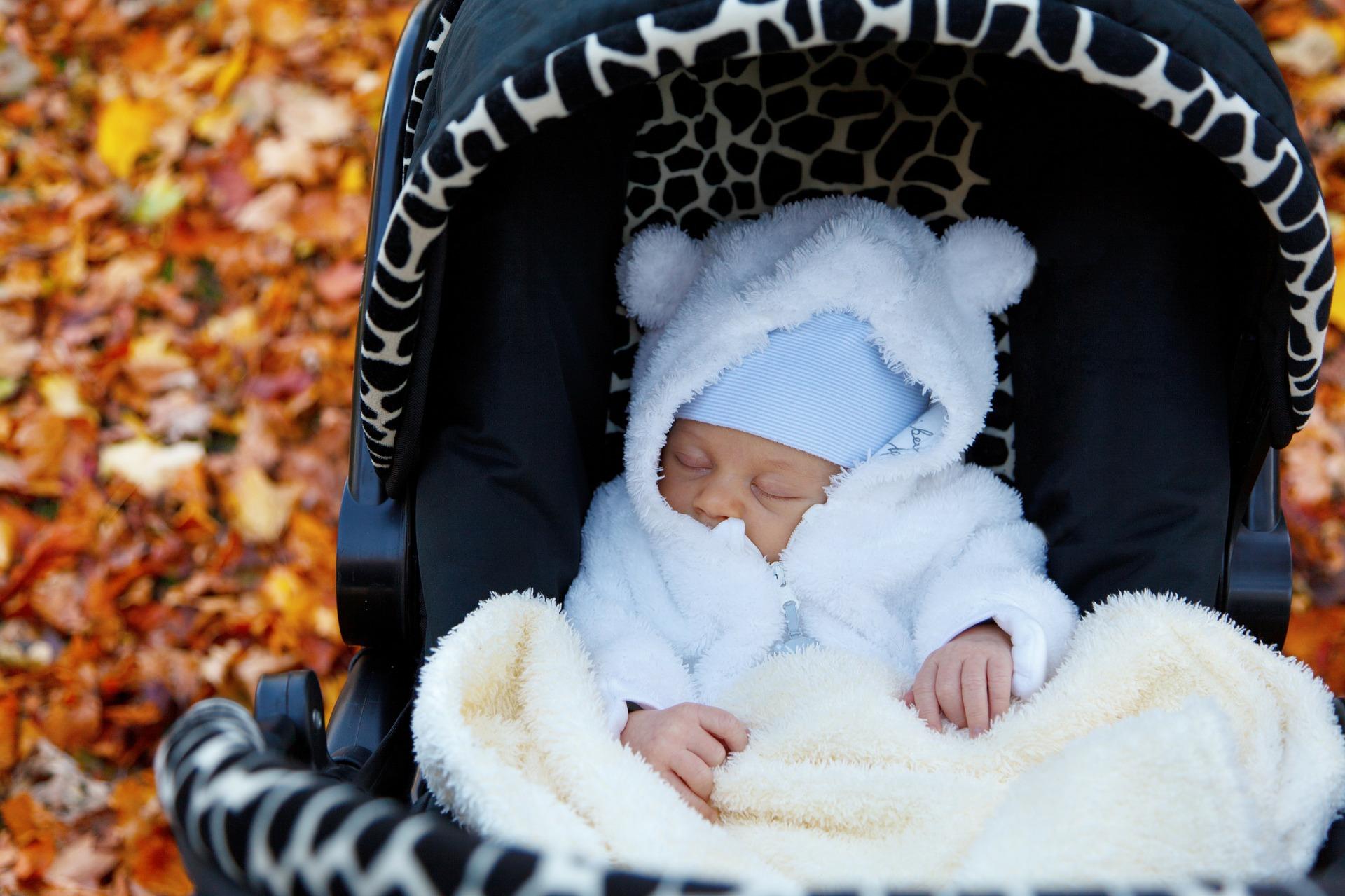 Прогулка с новорожденным младенцем