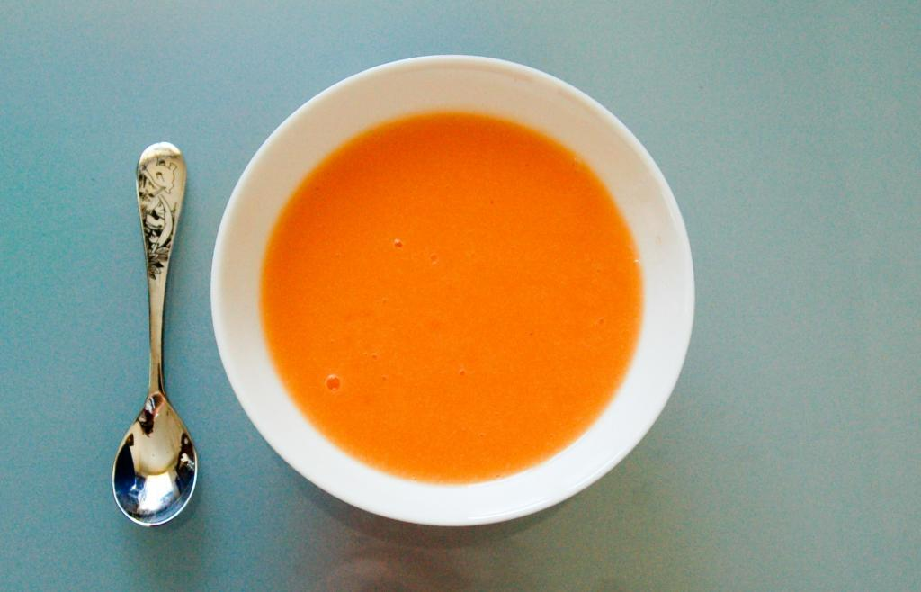 Начинать прикорм следует с овощных супов-пюре