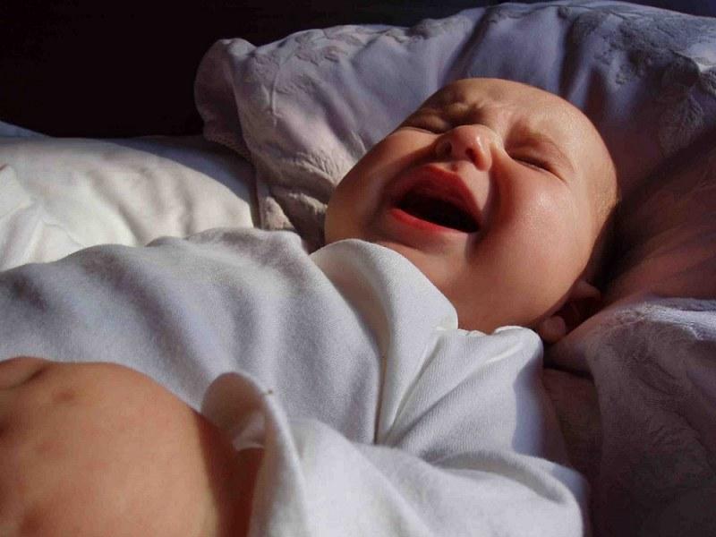 Малыш плачет и не может уснуть