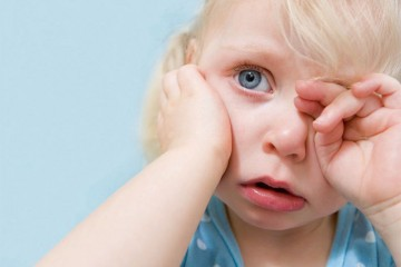Болит ухо при простуде у ребенка