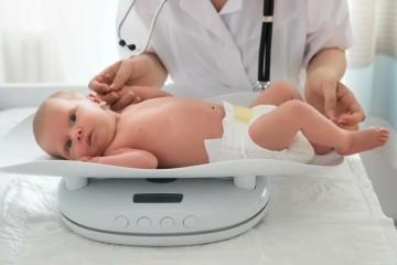 Нормальный вес младенца, который соответствует его возрасту и полу, является признаком здоровья малыша