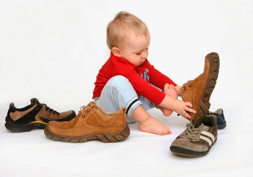 Чтобы детская обувь была удобной, нужно правильно определить размер ноги и подобрать соответствующее изделие