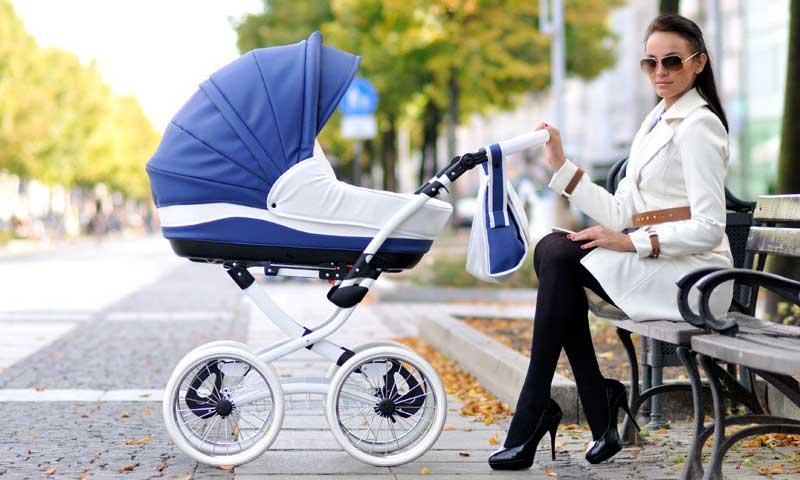 С малышом на прогулке