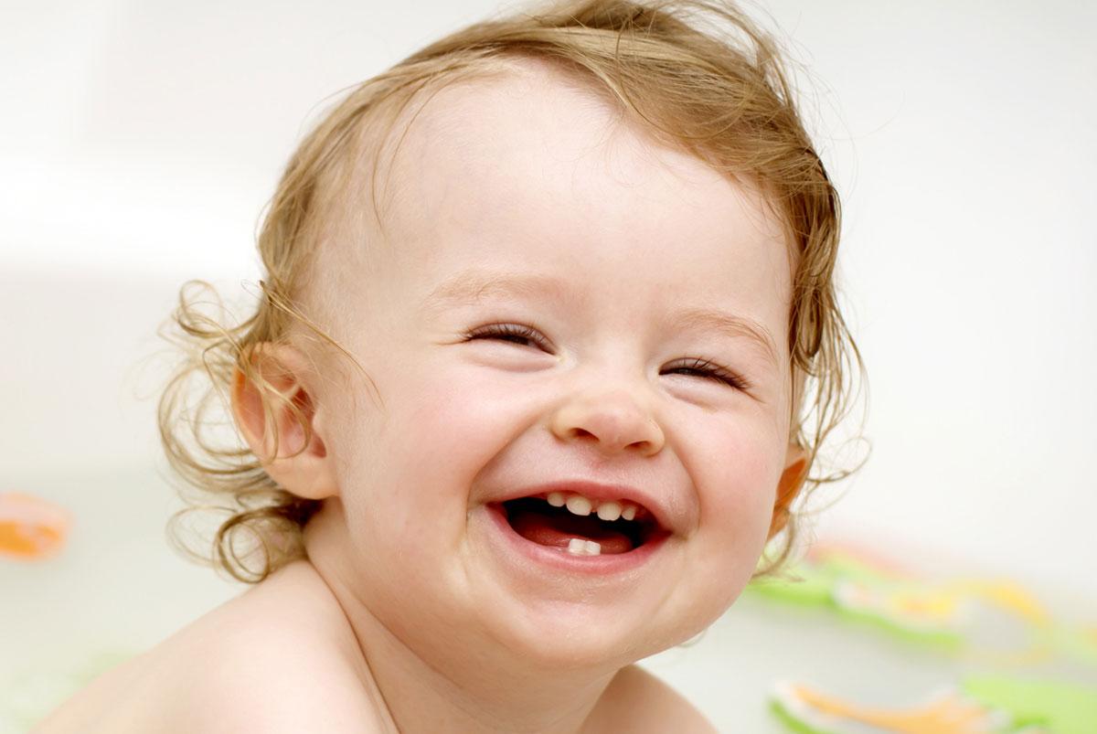 Годовалый ребенок с зубами