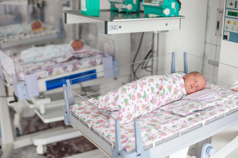 Для детей, находящихся в роддоме, поддерживается температура 22 градуса