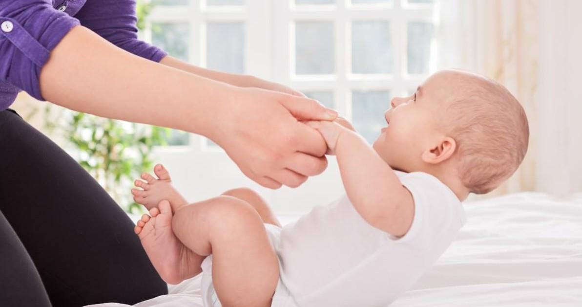 Младенец подтягивается