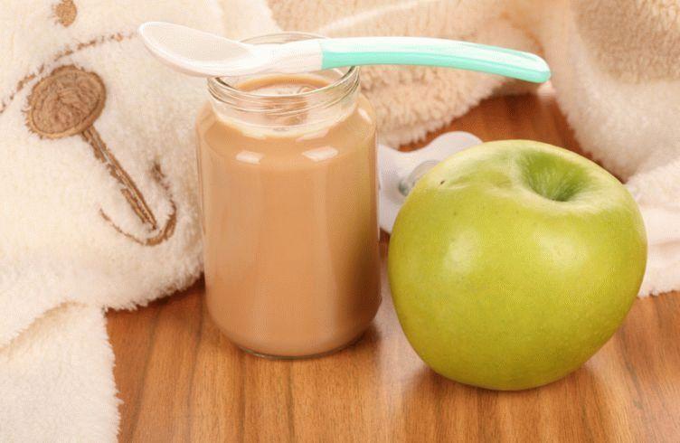 Яблочное пюре – источник витаминов для маленького ребенка