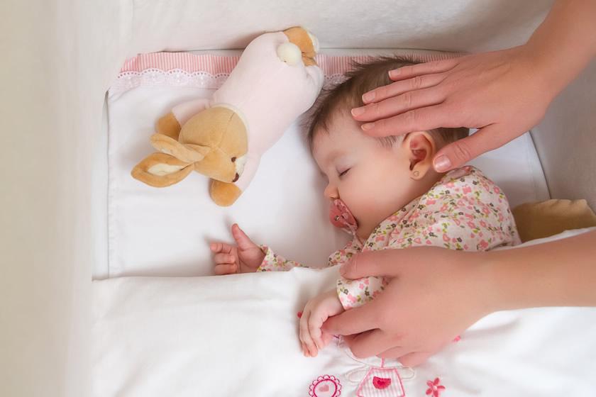Пустышка помогает маме в уходе за младенцем