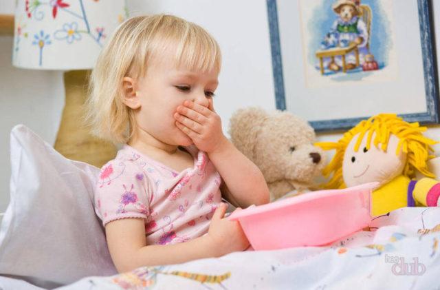 Рвота с кровью у ребенка – опасный симптом, сигнализирующий о проблемах в организме
