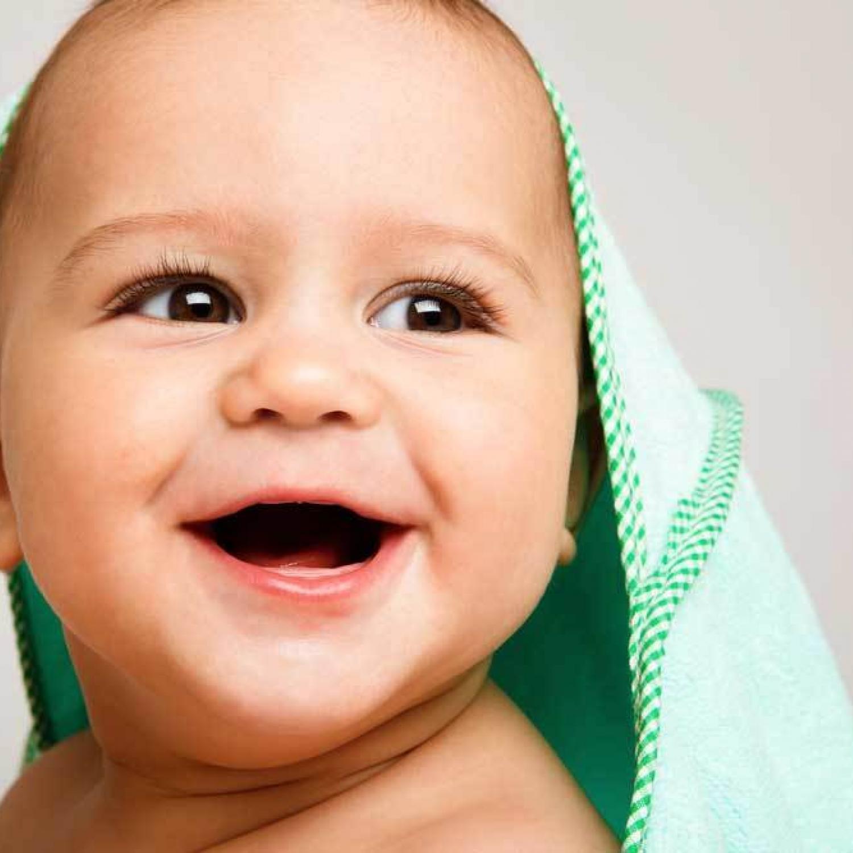В определенный момент беззубая улыбка малыша перестает умилять родителей