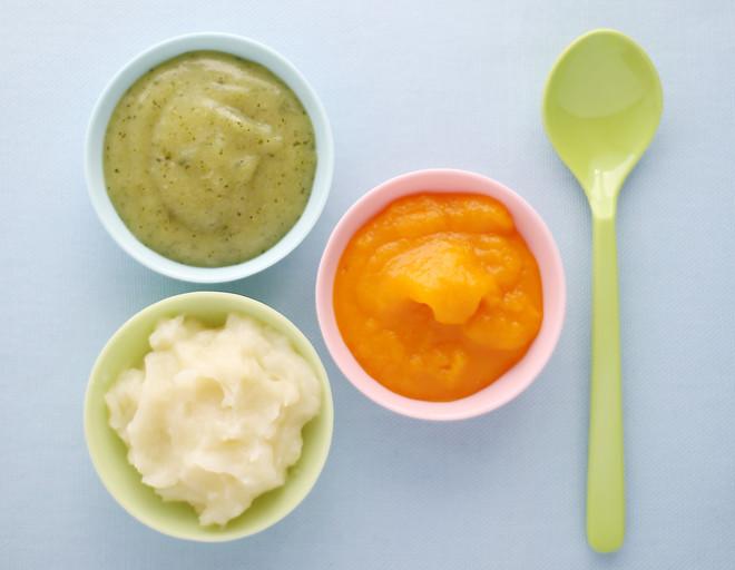 Для приучения к прикорму важна правильная консистенция еды и привлекательный вид блюда