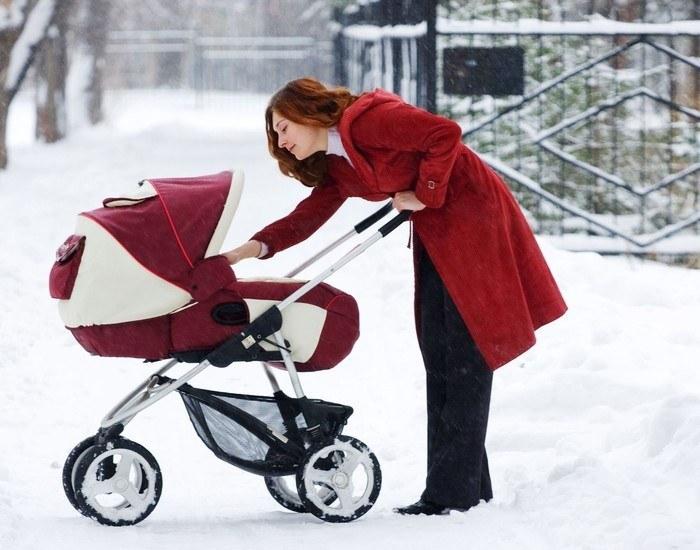 Материалы покрытия детской коляски должны быть безопасны, практичны, соответствовать сезону