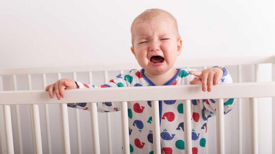 Нормы сна и бодрствования малыша легко определяются по его поведению