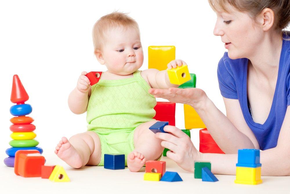 Активная деятельность и общение со взрослым разнообразят часы бодрствования малыша