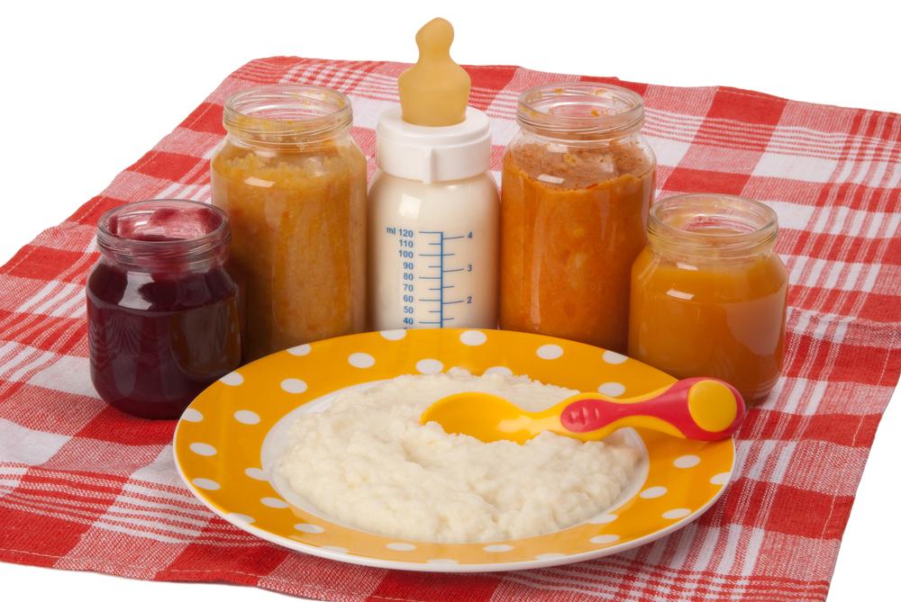 Яблочное пюре можно предлагать грудничку после того, как он попробовал овощи