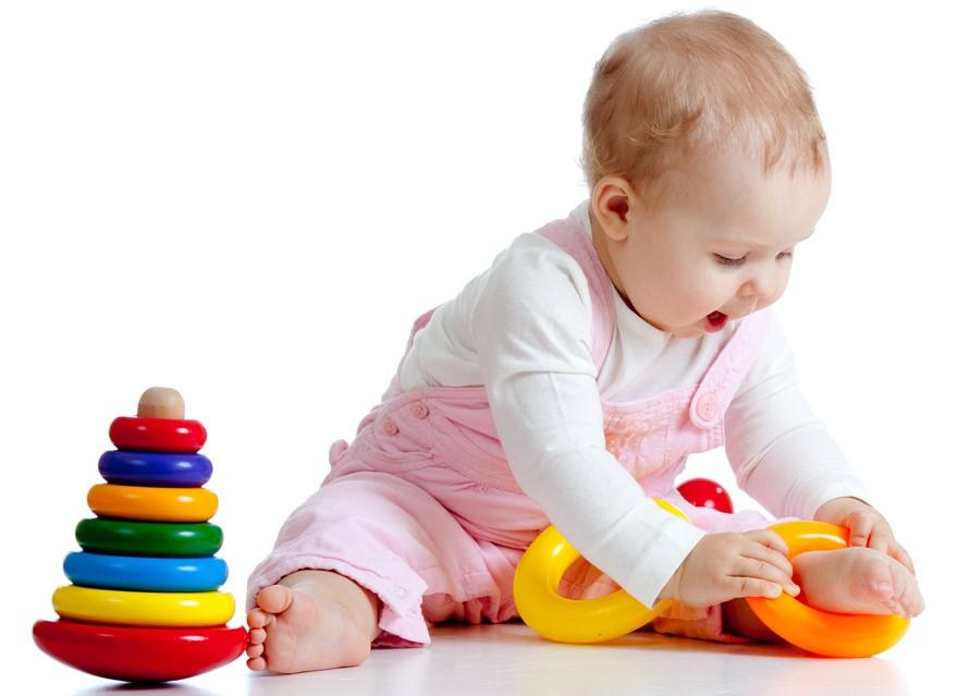 Бодрствование ребенка от 2 до 6 месяцев должно включать разные виды игр