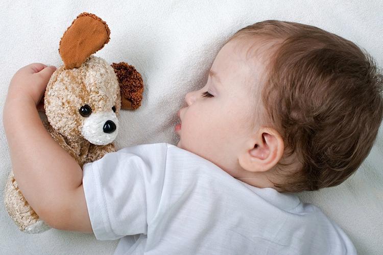 Приучить малыша к самостоятельному засыпанию поможет методика Эстивиля