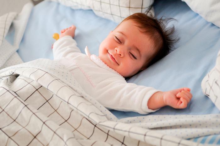 Малышу лучше спать одному в своей кроватке