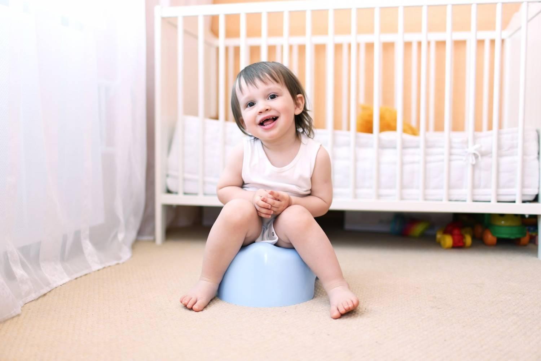 Иногда стул новорожденного может сигнализировать родителям о некоторых проблемах со здоровьем ребенка