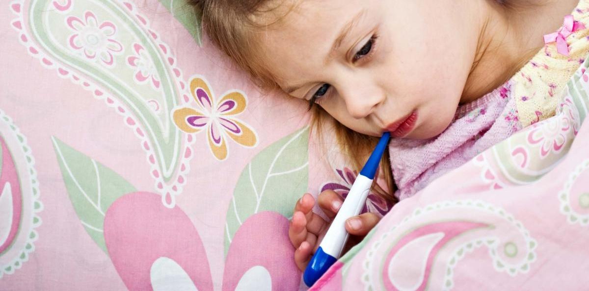 Если в семье заболело одновременно несколько детей (или ребенок и взрослые), вероятнее всего, расстройство желудка вызвано инфекцией