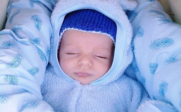 Новорожденная кроха в тепле