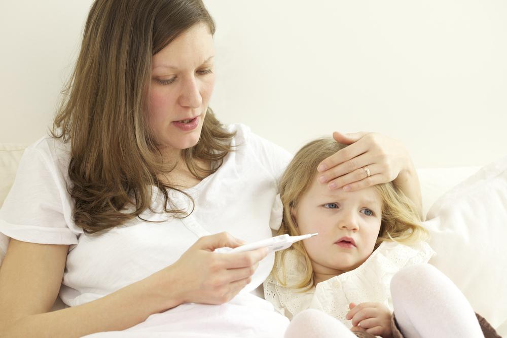 В случае отравления ребенка от родителей требуются собранность и энергичные действия
