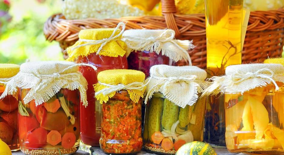 Домашняя консервация и некачественно приготовленная пища могут вызвать отравление у малыша