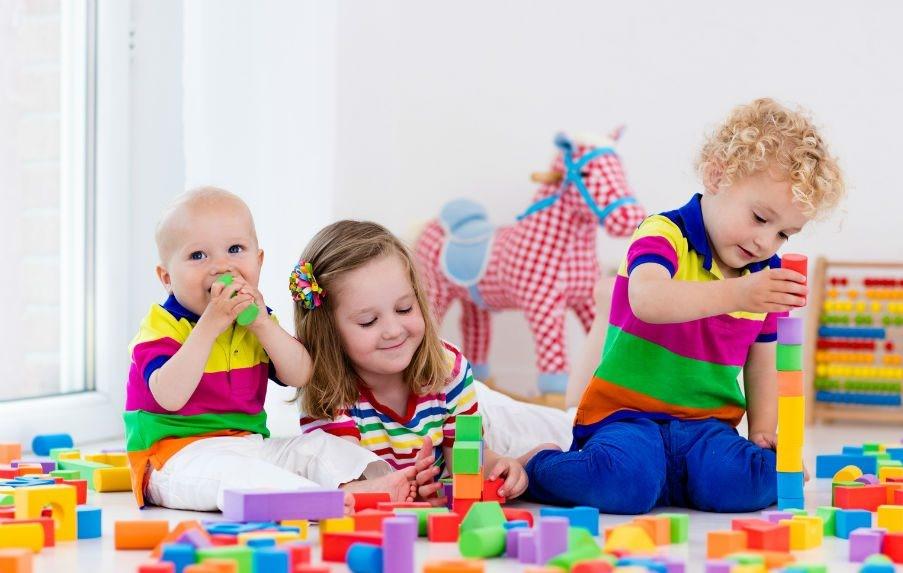 Совместные игры помогают развивать коммуникативные навыки малышей