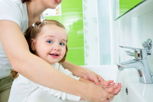 Для профилактики пищевого отравления необходима гигиена взрослых и детей