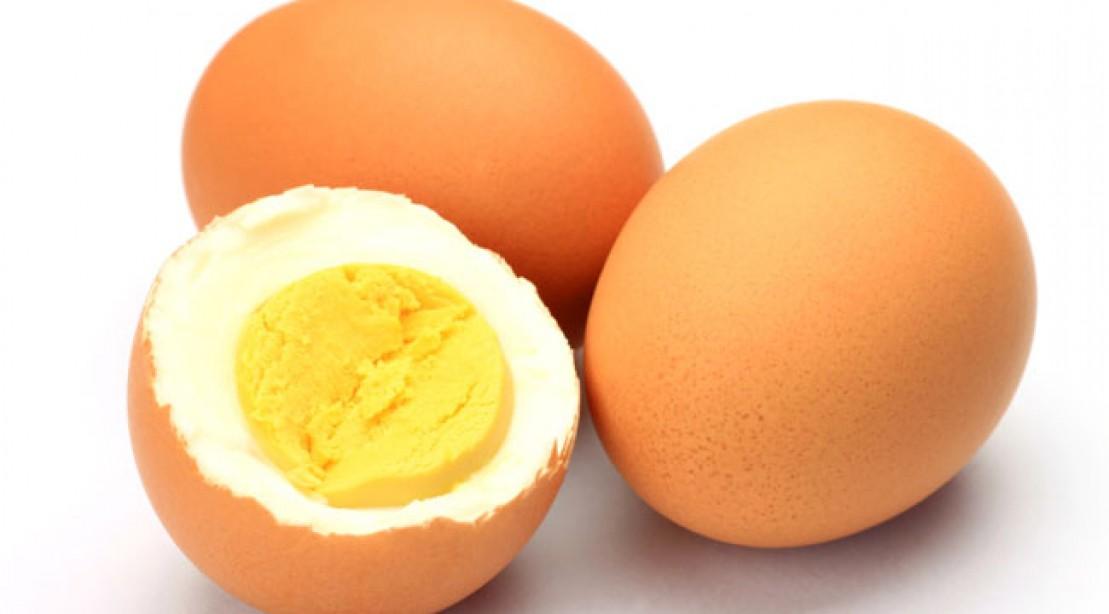 Как вводить желток в прикорм, когда можно давать белок яйца ребенку до года?