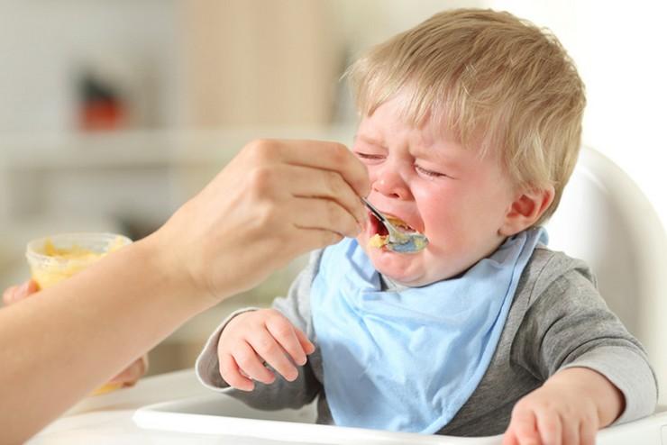 Младенец отказывается от прикорма