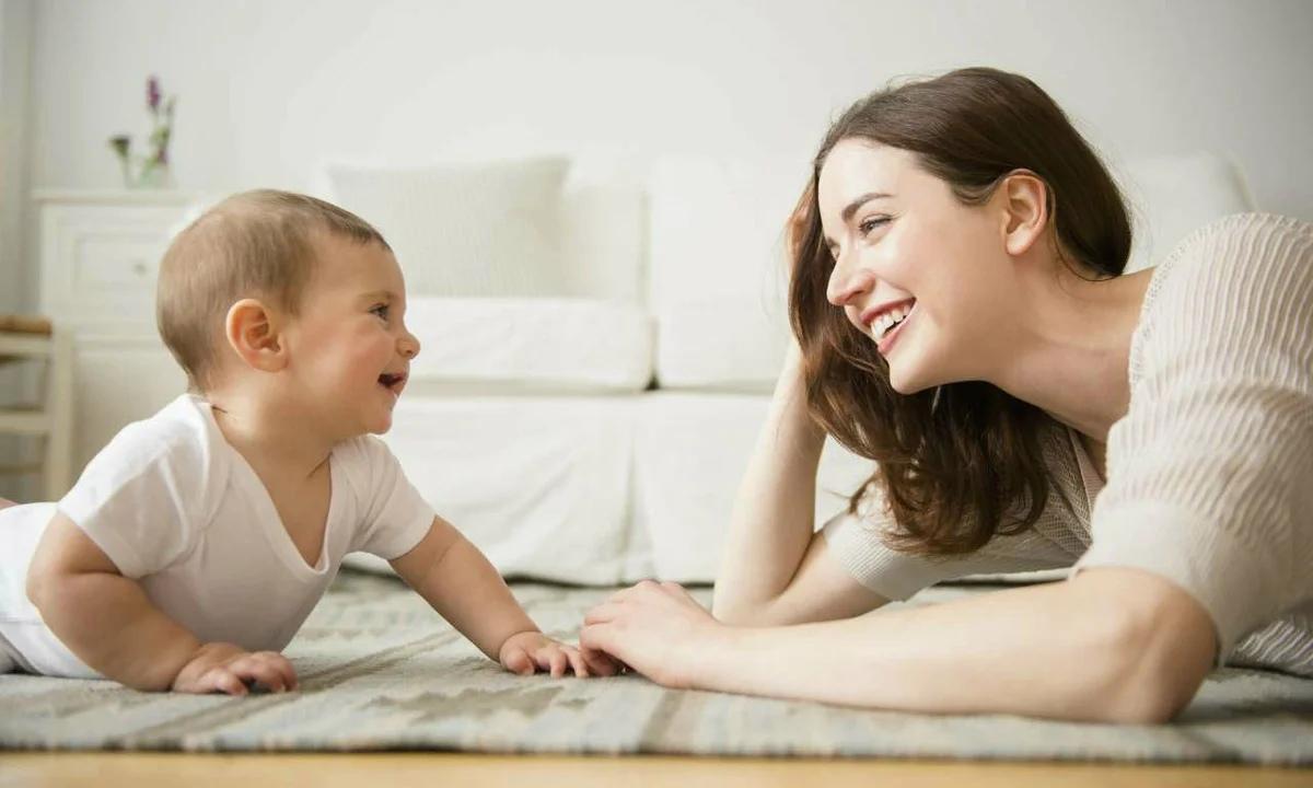 Регулярное общение с малышом способствует правильному развитию у него разговорных навыков