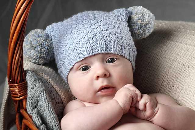 Вязание детских шапок для новорожденных
