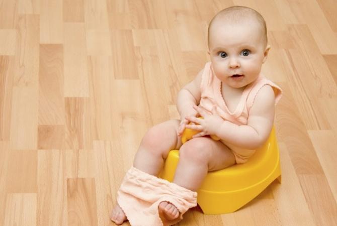 Младенец научился пользоваться туалетом