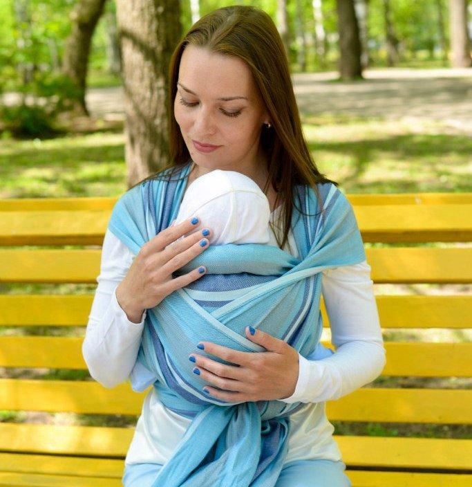 Шарф хорошо подходит для кормления малыша в общественных местах