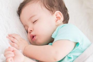 Крепко спящий младенец всегда радует и умиляет взрослых