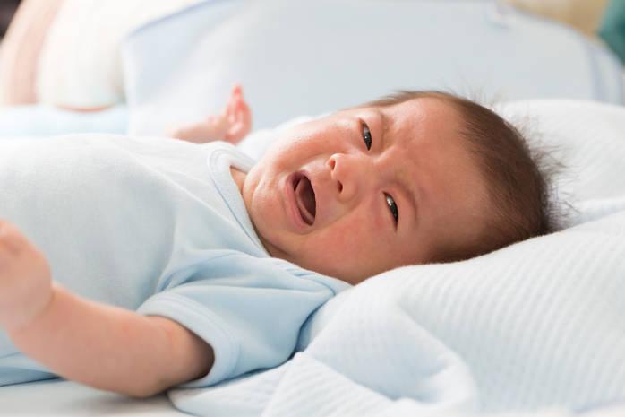 Плач может указывать на присутствие боли или колик