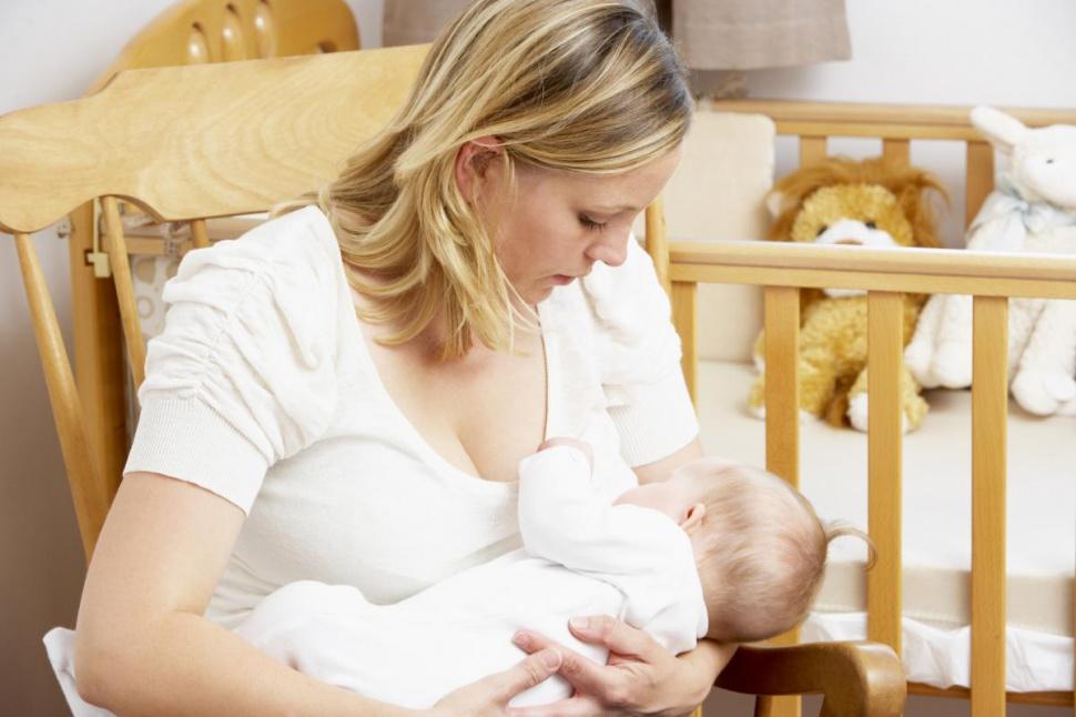 Ослабленных и недоношенных младенцев следует кормить чаще, чем здоровых, потому что они обычно едят понемногу