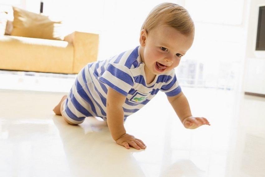 Малыш самостоятельно передвигается