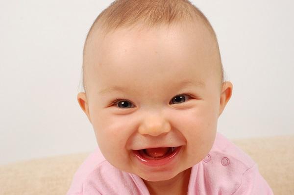Веселый и здоровый малыш
