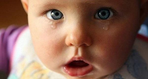 Глаза новорожденного слезятся