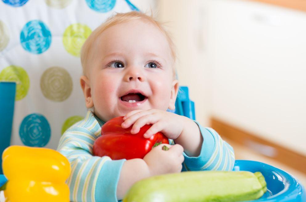 Ребенок в 7 месяцев готов употреблять твердую пищу