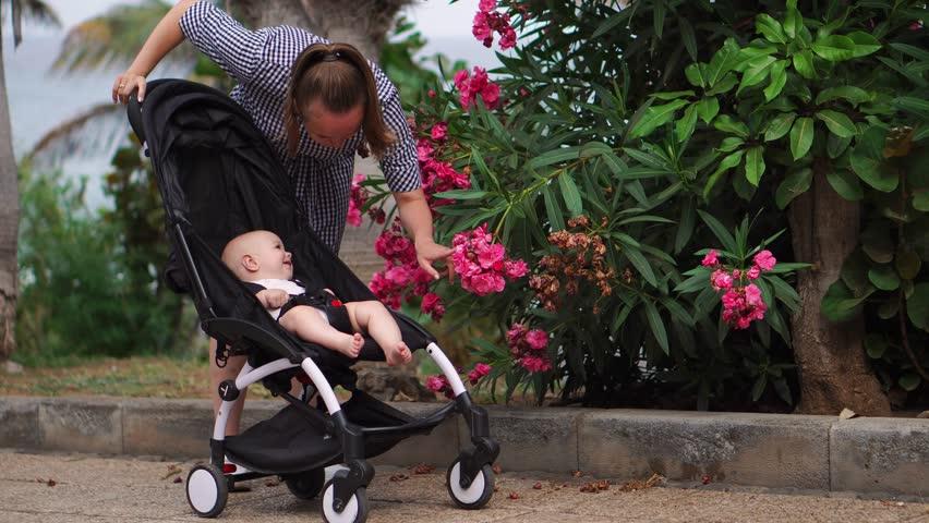 Вечерняя прогулка с младенцем обеспечит быстрое засыпание и крепкий ночной сон