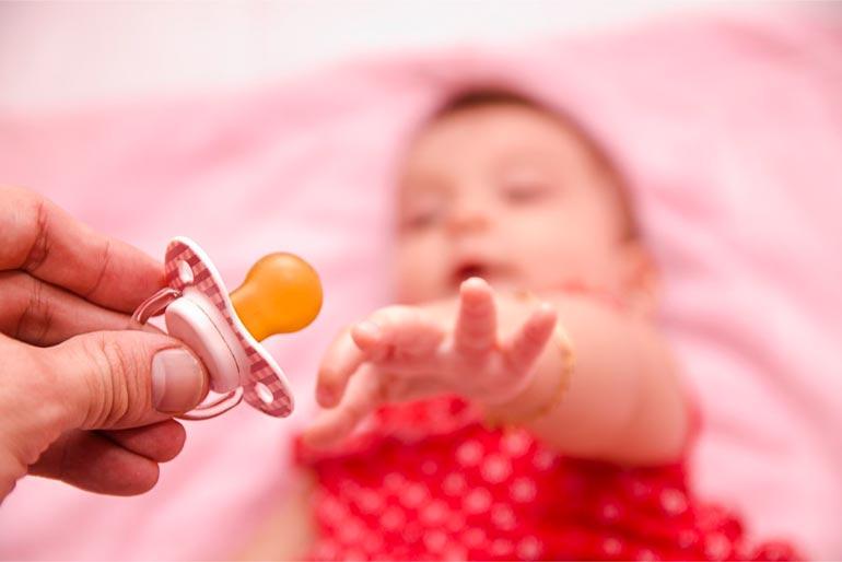 Ребенок страдает без соски