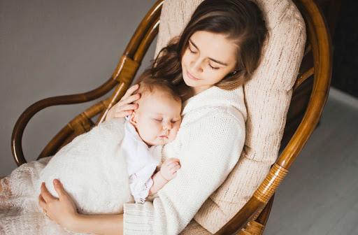 Укачивать могут не только мамы