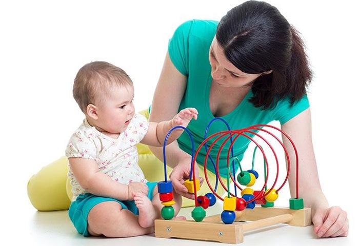 Чтобы ребенок не капризничал, ему нужно постоянно предлагать новые интересные занятия