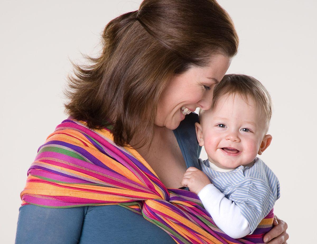 Прогулка в слинге – отличный вариант для мамы и малыша
