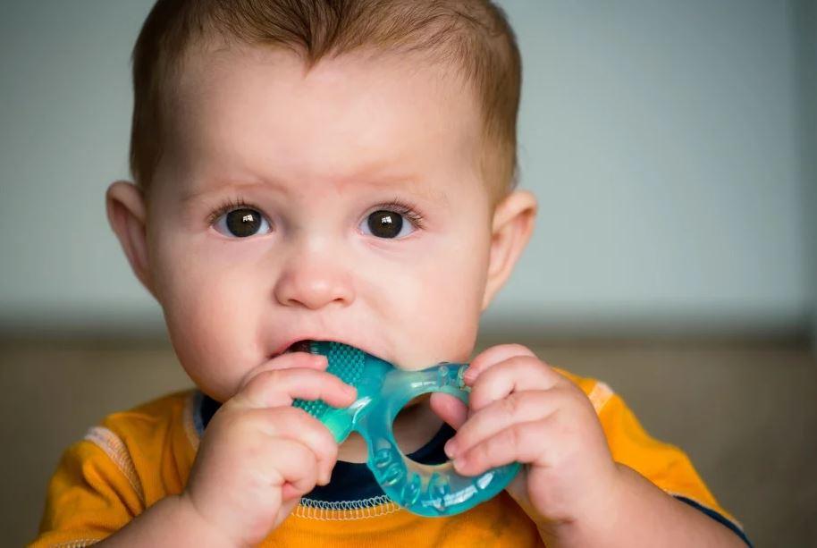 Использование прорезователя для зубов