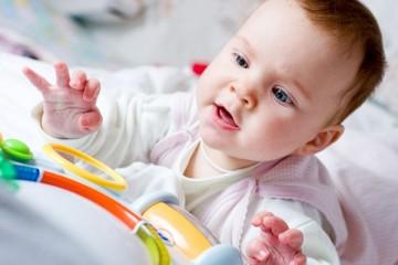 Развитие хватательного рефлекса у новорожденного